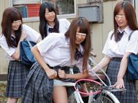 仲良し女子校生4人組のイチャつき凌辱ごっこ 「女の子同士だからってレズじゃないもん」